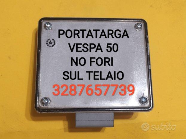 Portatarga Vespa 50 no fori sul telaio