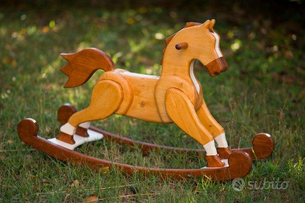 Cavallino a dondolo in legno (Trentino - A. Adige)
