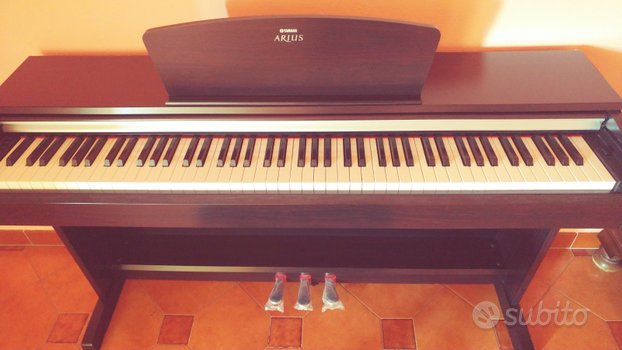 Pianoforte digitale Yamaha Arius, 88 tasti