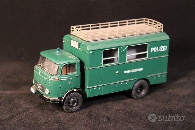MERCEDES BENZ - LP911 TRUCK POLIZEI Schuco