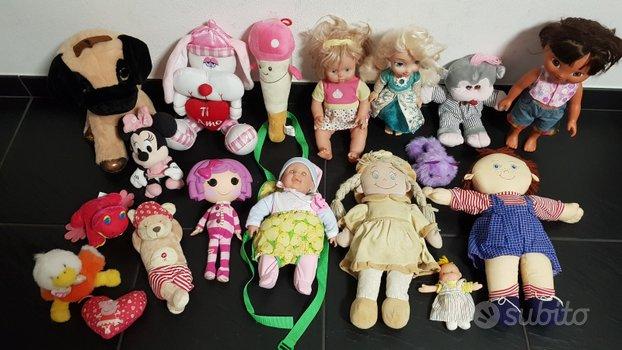 Lotto giocattoli bambole e peluche