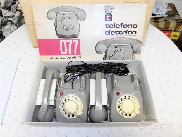 Coppia di telefoni a batteria anni 60' giocattoli