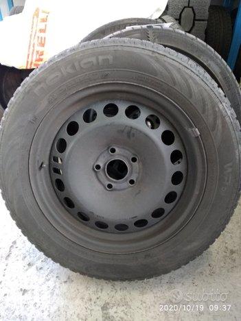 Cerchi in acciaio con pneumatici invernali