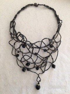 Collane artigianale con intrecci pietre nere
