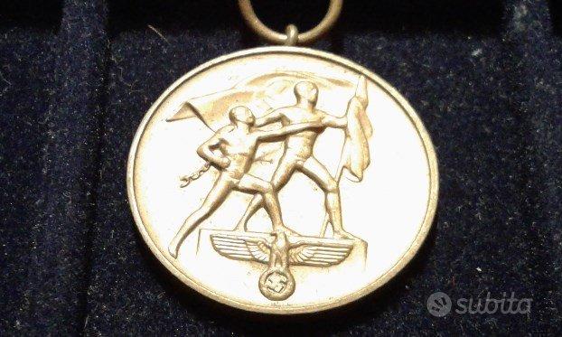 Medaglia GERMANIA WW2 SUDETI con spange PRAGA