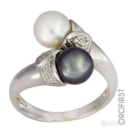 Anello con perle e diamanti 0,06 ct in oro bianco