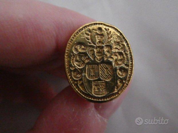 Antico sigillo ciondolo laminato oro stemma