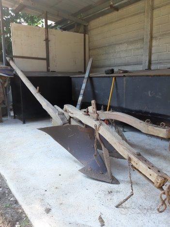 Aratro legno e ferro