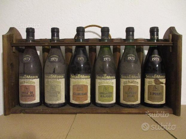 6 bottiglie Sella & Mosca anno 1973 con espositore