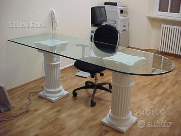 Tavolo moderno con cristallo