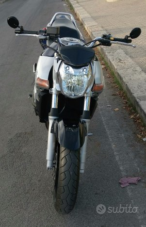 Suzuki GSR 600 streetfighter solo 5.000KM PERFETTA