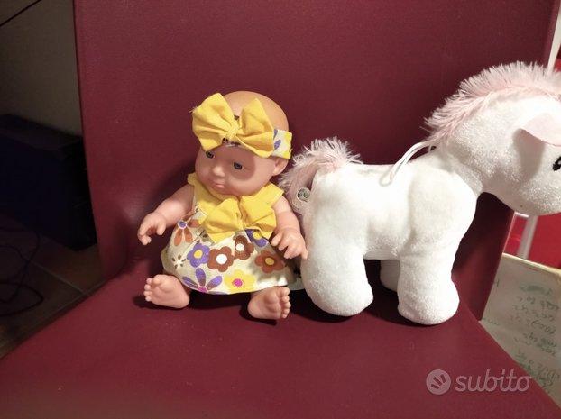 Bambola e unicorno