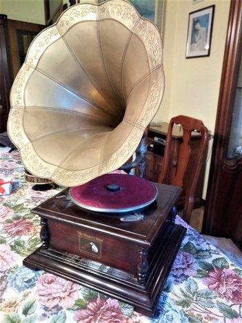 Grammofono con tromba in ottone HIS MASTER'S VOICE