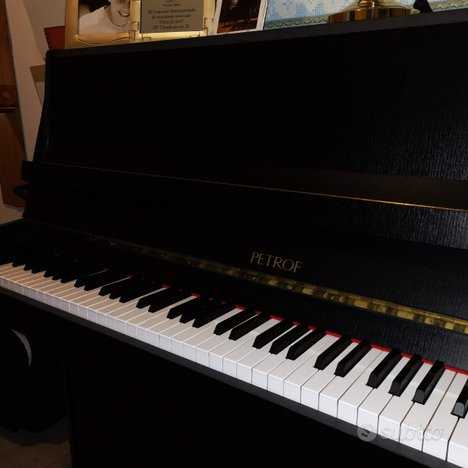 Pianoforte petrof verticale