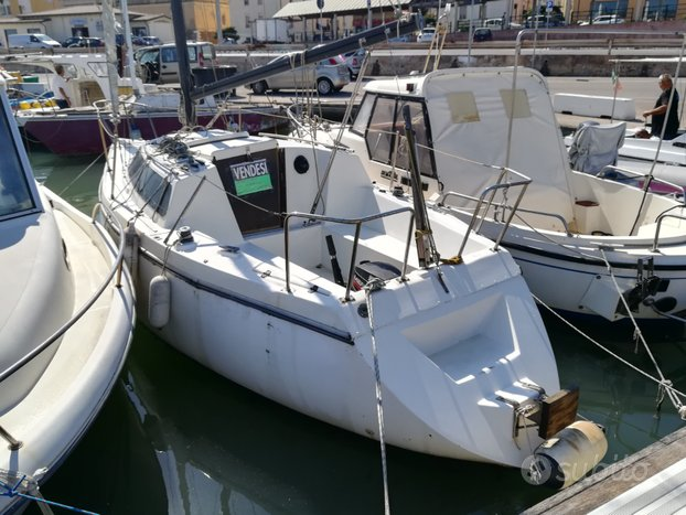 Barca a vela Carrefour 681