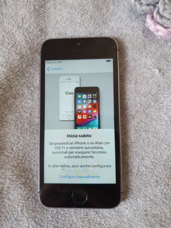 Apple iPhone 5S 16gb space gray. No Touch id