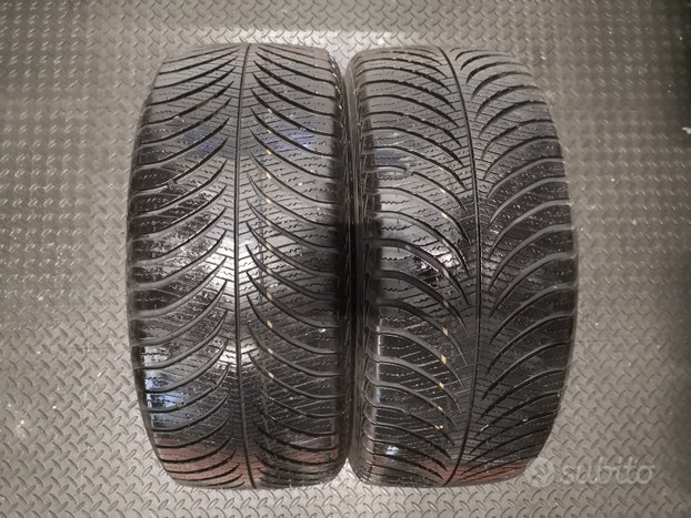 2 gomme Good Year 215/45.16 90V 4 stagioni