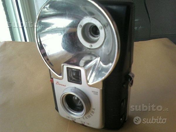 Macchina fotografica d'epoca kodak con flasch