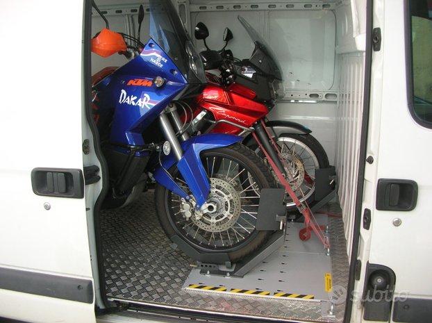 Sistema alloggiamento trasporto moto su furgone