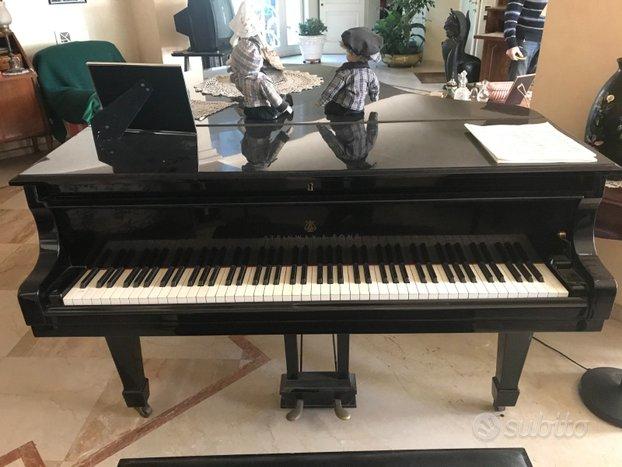 Pianoforte steinway 0-180