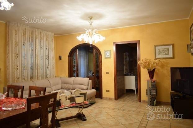 Villa divisa in 4 unità oltre giardino 670 mq