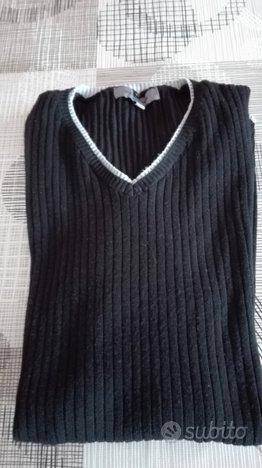 Maglietta nera con collo a v