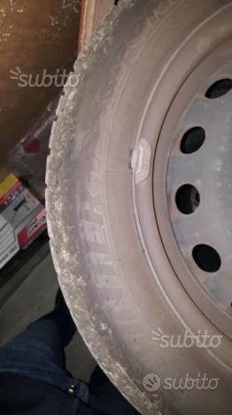 Pneumatici invernali Dunlop 185 60 R15 con cerchi