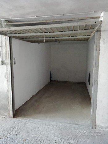 BOX Garage in contesto signorile Via Crespi 50