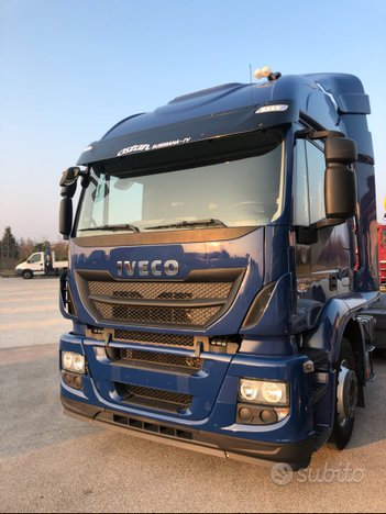Trattore stradale iveco stralis