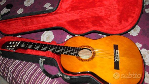 Chitarra Yamaha CG120, pari al nuovo e con accesso