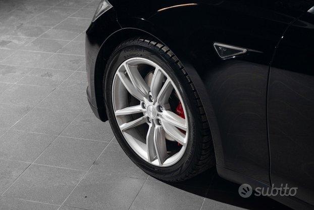 Tesla S orginali cerchi con gomme invernali