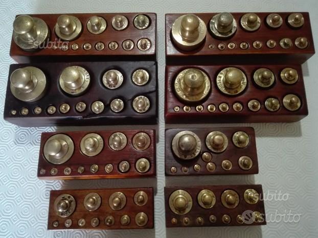Serie di pesi ottone bilancia antica