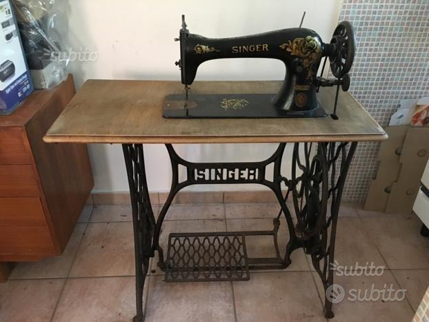 Macchina da cucire Singer antica
