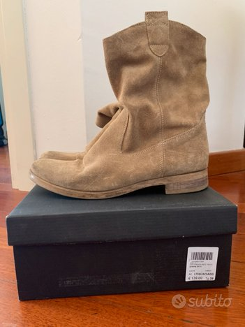 Ankle booties in camoscio beige