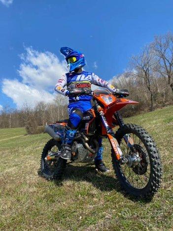 TLA Racing abbigliamento personalizzato moto