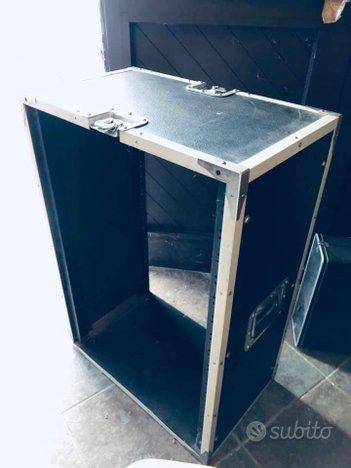 N.3 porta rack da studio, 16 unità (circa)