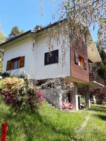 Casa di montagna ville singole e a schiera in vendita a for Case in vendita tirano