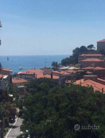 Primavera in Liguria trilocale vista mare