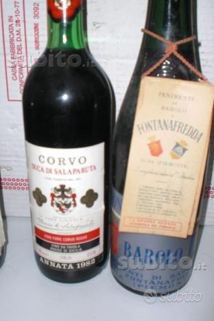Bottiglie di vino pregiato del 1982 e barolo