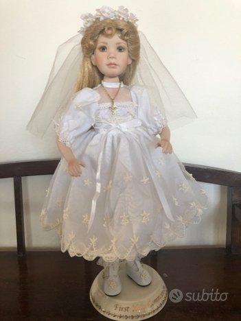 Bambola in porcellana da collezione