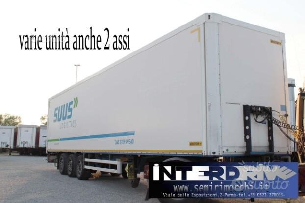 Semirimorchio furgonato usato 3 assi wielton