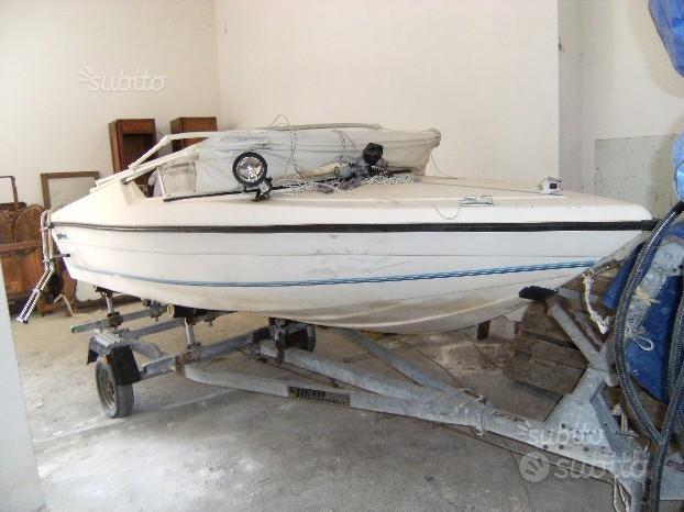 Barca vetroresina con capote, motore e carrello