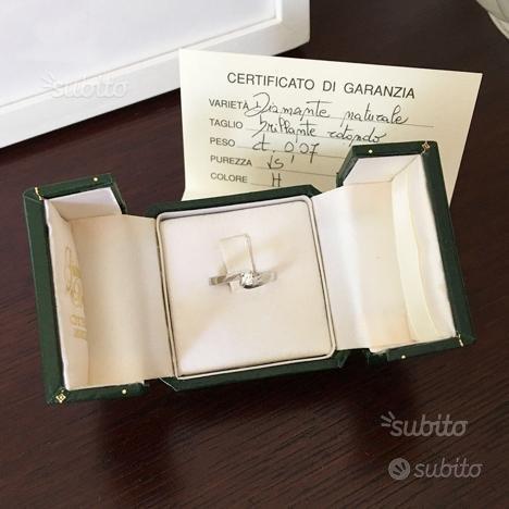 Anello solitario oro bianco con diamante naturale