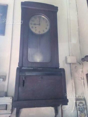 Antico e raro orologio a pendolo, timbracartellino