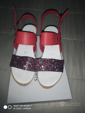 Sandali rosso brillante con zeppa