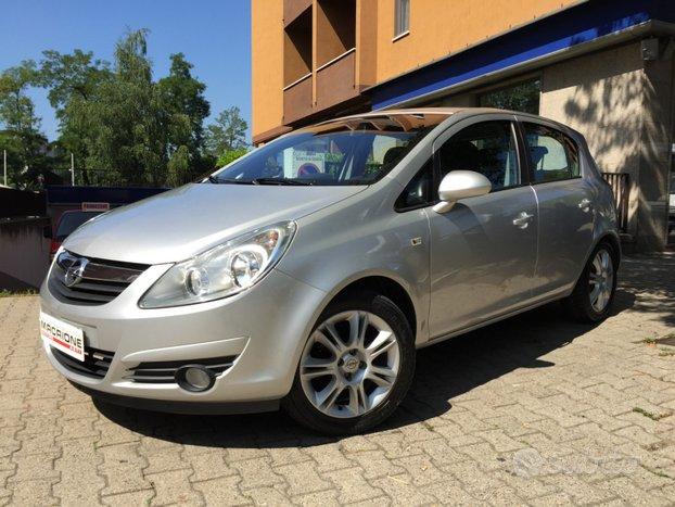 Opel corsa 16v automatica unico proprietario