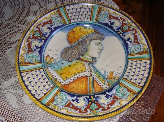Coppia piatti dipinti a mano cm.43 DERUTA