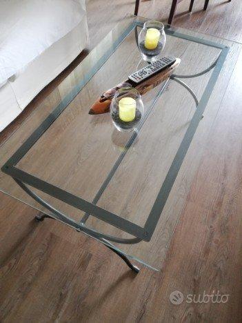Tavolo cristallo con base ferro battuto arredamento e for Subito it lazio arredamento e casalinghi