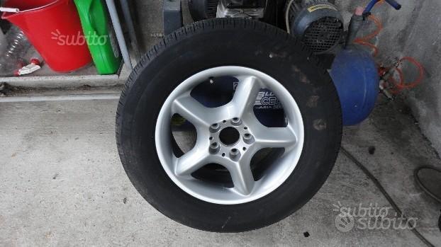 """Cerchio in lega con gomma 17"""" Land Rover"""