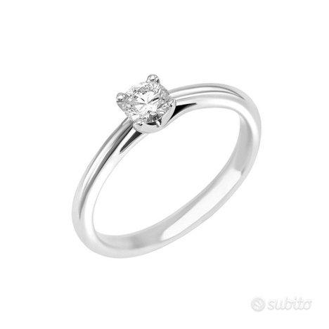 Solitario Oro Bianco Anello : Diamante 0.7 KT Cert